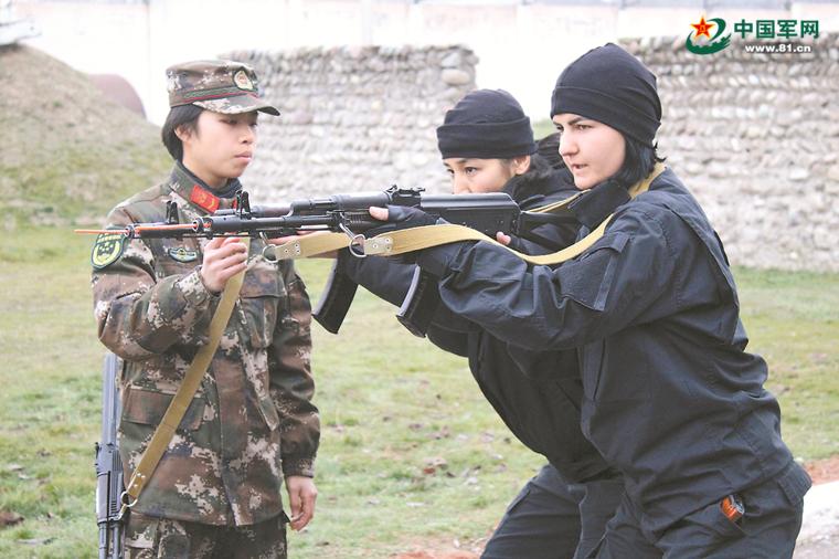 22岁赴乌兹别克斯坦当教官,她用实力征服学员!