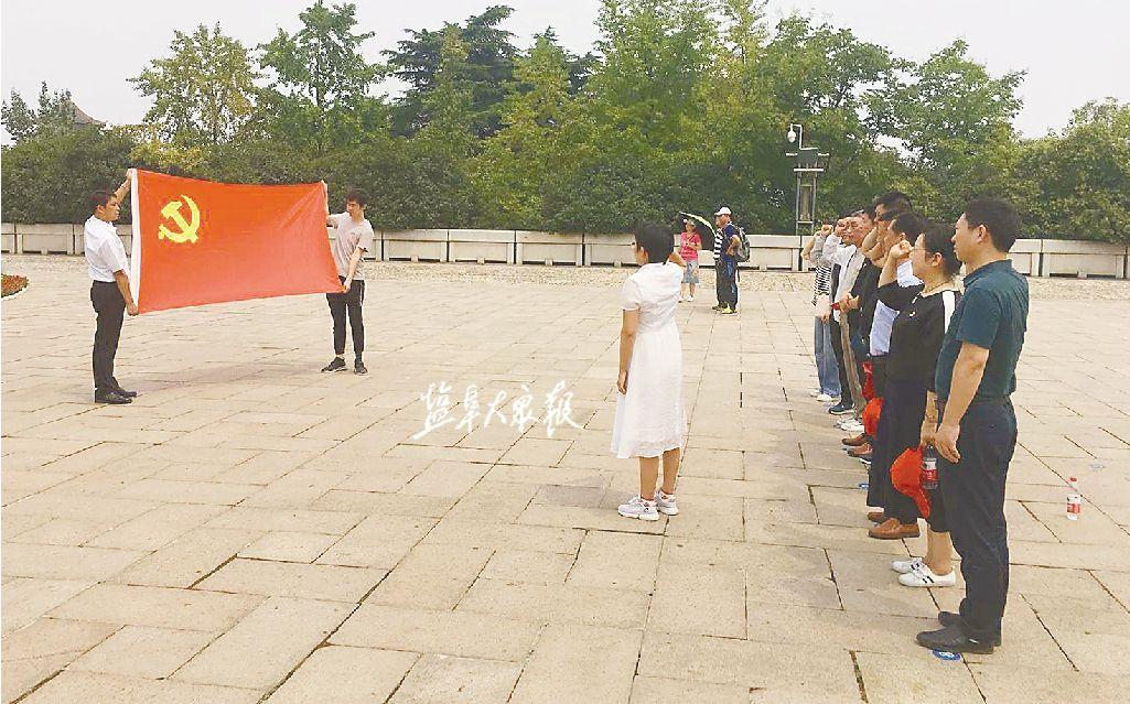 潘黄街道组织党群 参观红色教育基地
