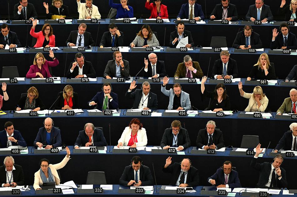 """欧洲议会称将否决没有""""备份安排""""的""""脱欧""""协议"""