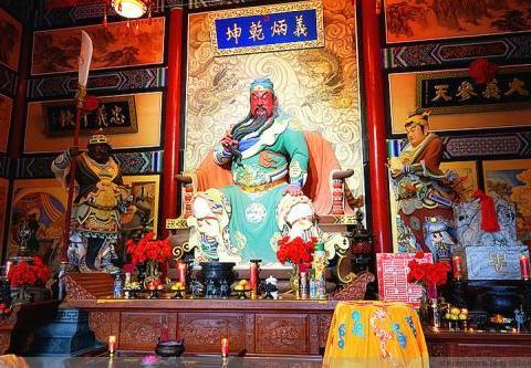 蜀汉大将关羽,为何被这么多人崇拜,他是一个合格的统帅吗?