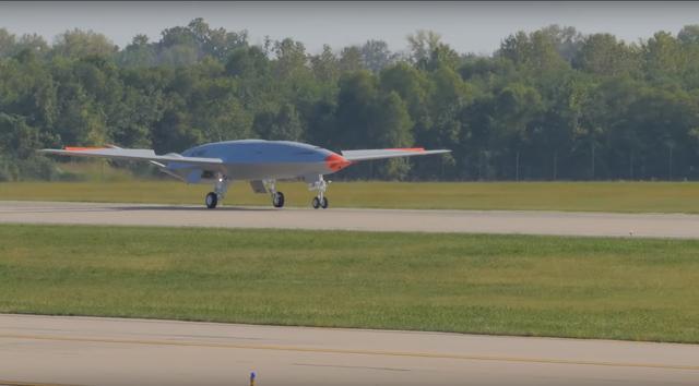 美MQ25加油机首飞全程曝光 波音兴奋称注定是第一款舰载无人机