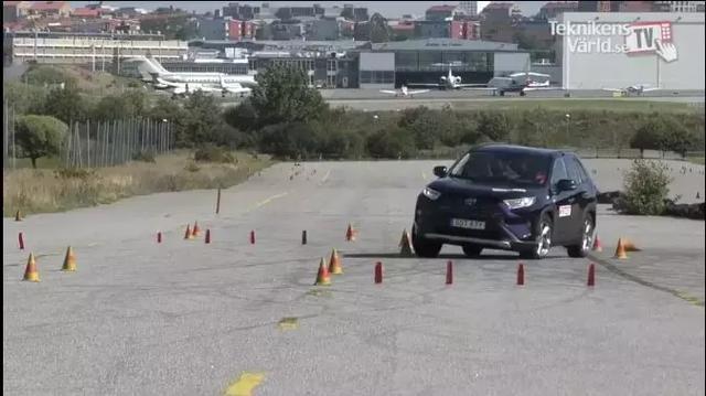 """全新丰田RAV4,麋鹿测试中""""迷路""""了,车辆失控差点儿翻车"""