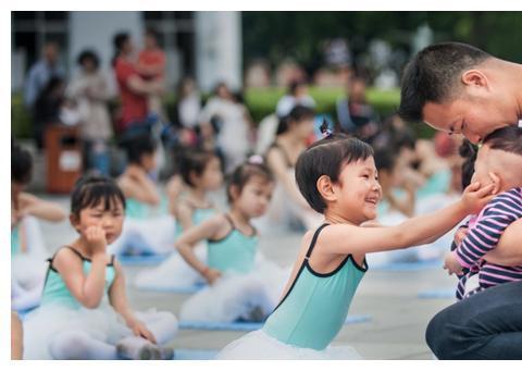 女孩也需要拼爹, 清华教授:这5种爸爸,更容易教育出优秀的女儿