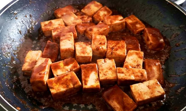 """豆腐和""""它""""天生一对!不加一粒味精,5分钟端上桌,鲜香又好吃"""