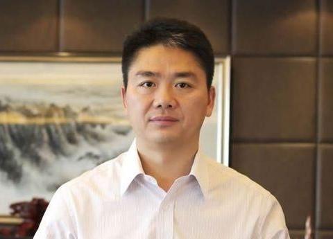 王志安发文祝贺刘强东,并公开喊话到:接受一次采访如何?
