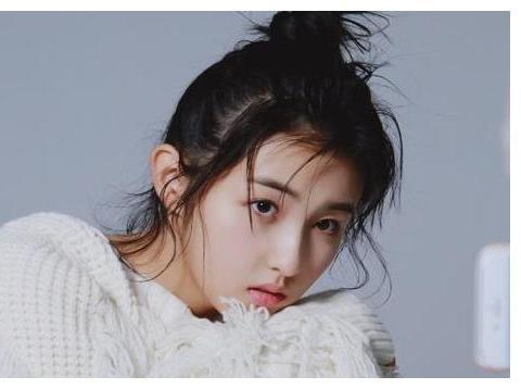 张子枫童年照有多可爱?看到她肉嘟嘟的脸蛋,多少人设成了屏保?