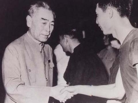 """""""开国元勋中的足球迷:毛泽东曾当守门员,贺龙一气之下解散国足"""""""