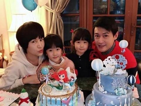 鲍蕾晒一家人搞怪卖萌照,两女儿齐肩微卷短发超淑女,刘海萌翻了