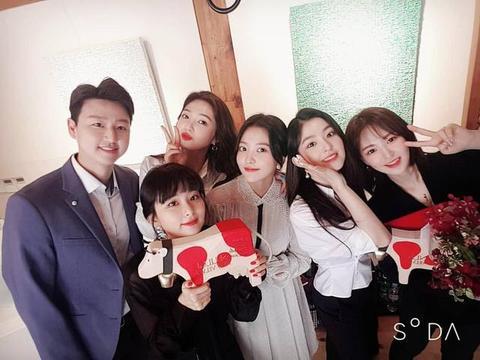 韩女团以宣传大使身份访瑞士,疑似粉丝跟踪行程,公司要求报警