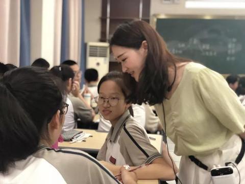 深圳公办中小学校聘教师400人,年薪30万!中小学老师的春天来了