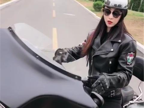 37万哈雷摩托车现街头,配V2引擎,排量1801CC,女骑士比车养眼