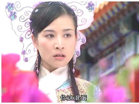 清宫剧里的小公主们好别致,不戴传统的旗头,反而用一只蝴蝶代替