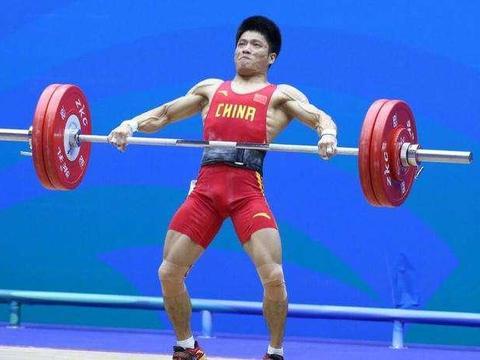 威武!李发彬包揽举重世锦赛男子61公斤级三金 打破两项世界纪录