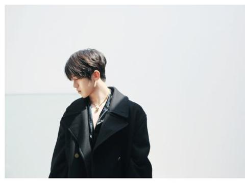 蔡徐坤《时装》美版封面解锁 超酷炫概念视频同步公开
