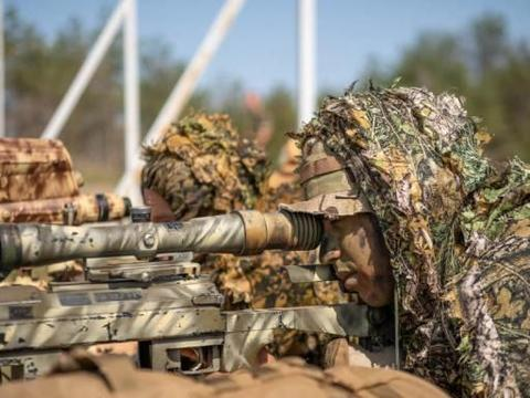 法国外籍军团第2伞兵团实弹训练 HK416列装 创造年度最佳纪录