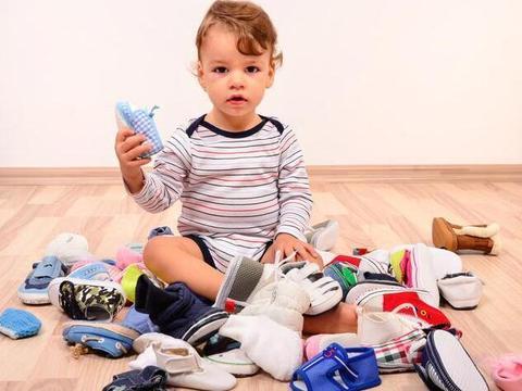 现在不是旧社会,几双新鞋子的钱还是有的,真心没必要省!