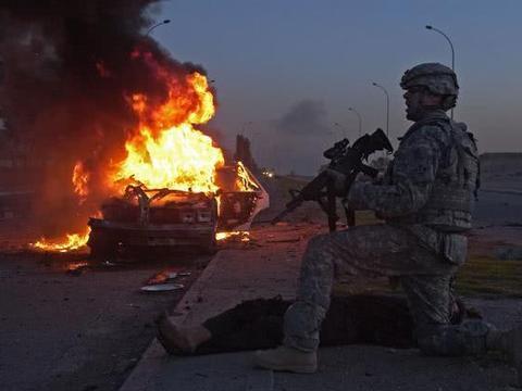 重装车队横行街头,塔利班冷不防按下按钮,8名美军死亡多人受伤