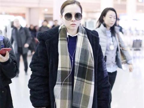 教你一条围巾的5种戴法,保暖又时髦,外搭大衣更显气质