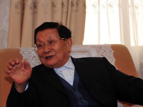 华西村老书记吴仁宝,带领村民劳动致富,葬礼那天1万多人送别