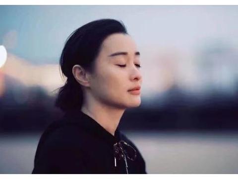 离开陈建斌13年自己宠自己,47岁的吴越仍美的不可方物
