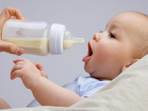 宝宝经常吐奶?可能是妈妈的喂养方式出了错,过来人建议很实用