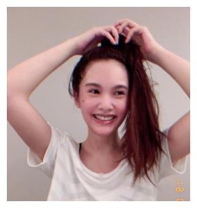杨丞琳曝领证结婚后晒自拍,造型甜美可爱