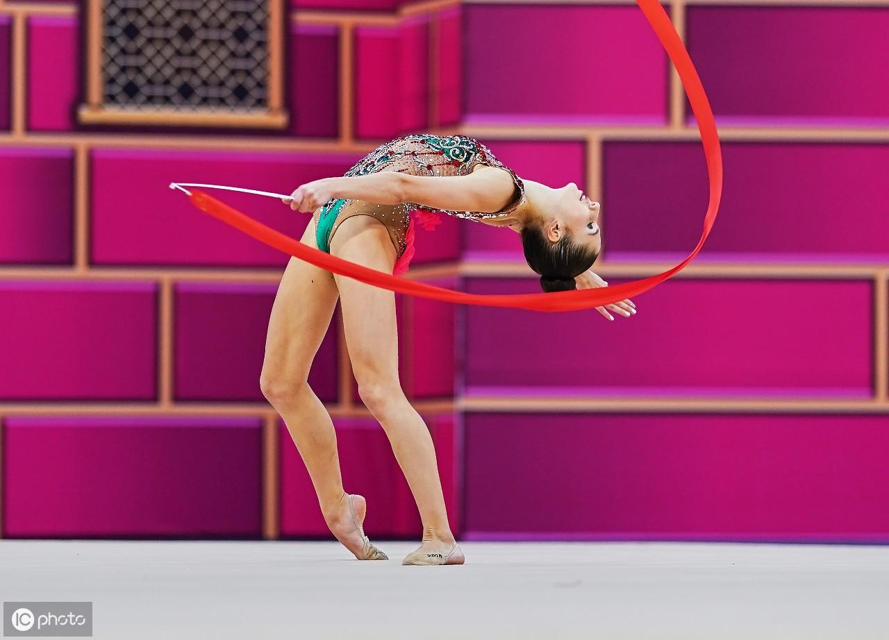 第37届艺术体操世界锦标赛期间选手上演各种一字马