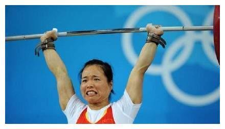 奥运冠军退役后40岁身居高位,老公61岁却在家养老,直言:不嫌弃