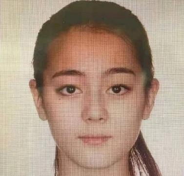 迪丽热巴早期证件照曝光,眼睛和鼻梁亮了,网友:新疆人都这样