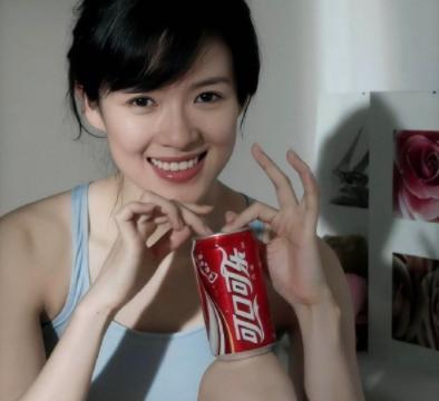 章子怡和秦海璐参加同学聚会,当看到他们的手腕时,网友:打扰了