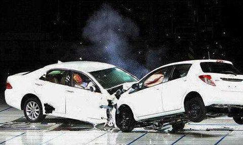 车身皮厚安全,皮薄就危险?你被洗脑得够彻底
