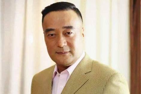 他39岁与张翰演父子,曾与金星演情侣,如今49岁却还没结婚?