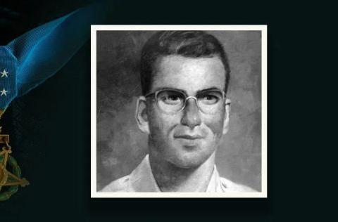 二战美国最猛医疗兵,手术室里拼刺刀,临死前干掉98个鬼子!