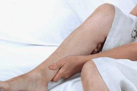 半夜小腿抽筋,是身体缺钙了吗?不一定,也可能是这三个问题!