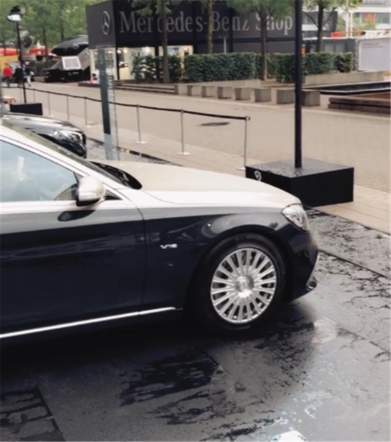 """新迈巴赫S650普尔曼,6.5米长,采用双拼色漆,仍配""""星辰""""尾灯"""