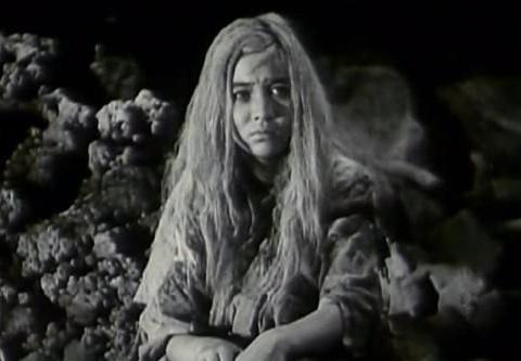 历史上真实白毛女在山洞里住两人,搬上荧幕删除另一人,她们是谁