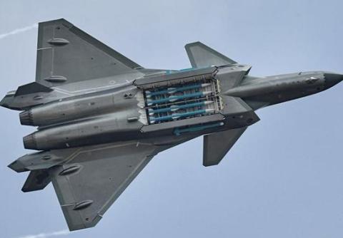 如果歼-20战机能够采用这类型导弹的话,那么载弹量将会达到12枚