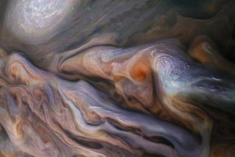朱诺号探测任务将过半,所拍木星照片引网友热议:像海豚和乌贼!