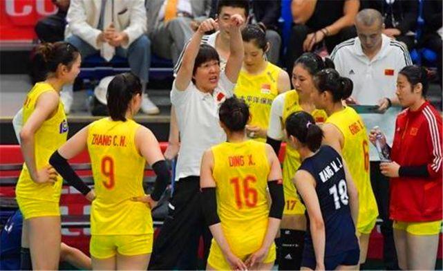 女排横扫日本,日本教练全场带着耳机与平板,高科技有什么用?