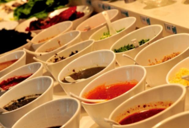 """吃火锅时,""""毫不犹豫""""选这4种蘸料吃,服务员会投来羡慕的眼光"""