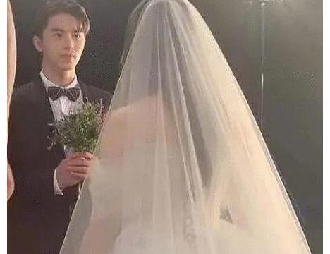 """杨超越新剧中穿婚纱, 而""""新郎""""的照片曝光后, 网友更加激动了"""