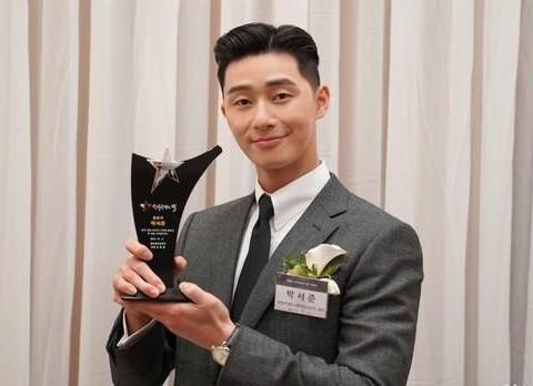 朴叙俊获2018年韩国旅游之星,今年成为韩流大势代言邀约不断