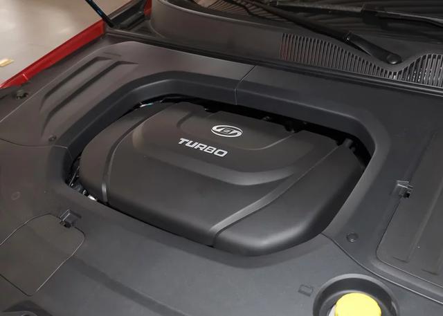 起步价8万多的B级车,溜背式设计真拉风,中控造型太有科技感了
