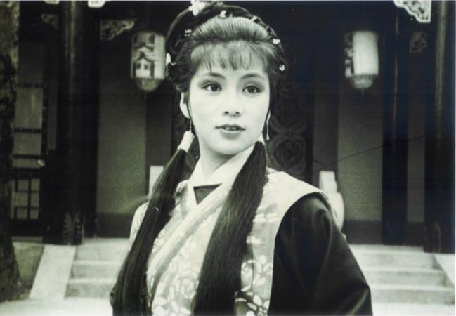 翁美玲生前的黑白老照片,图六是拍《射雕英雄传》时候笑场了吗