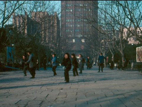 1978年的上海大妈 一早练习太极拳 没人跳广场舞