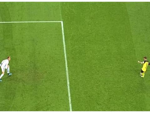 多特蒙德VS巴塞罗那:巴萨门将扑罗伊斯的点球违规