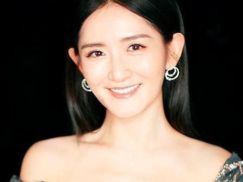 谢娜平台高调直播,否认婚变传闻,北京演唱会大秀恩爱