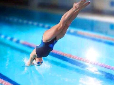 在女子游泳比赛里,为什么没有运动员穿比基尼比赛?