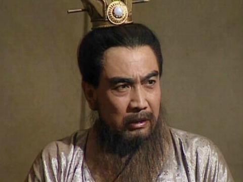 官渡之战,袁绍拥兵十余万,为何粮草短缺的却是兵力不足的曹操?
