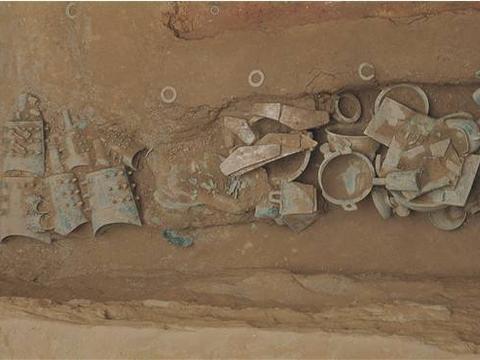 河南虢国墓出土两串手链,每串不下1000万,专家:绝对是穿越之物